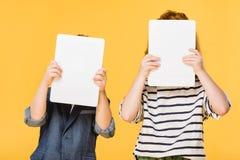 zaciemniający widok dzieciaki trzyma pastylki zdjęcia royalty free