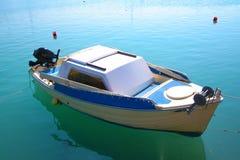 Zacinto, Grecia - singola barca a porto Fotografia Stock