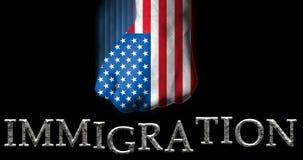 Zaciskająca pięść malująca w USA flaga uderza pięścią słowo imigrację, amerykańskiego polityki imigracyjnej pojęcie/ royalty ilustracja