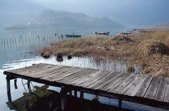 Zaciszność krajobraz Aiguebelette jezioro w Savoy, Francja obraz stock