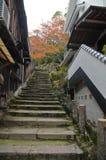 Zaciszność kroki w starej Mijayima wiosce ciężkiej w Hiroszima Japonia zdjęcia royalty free