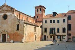Zaciszność kwadrat z kościół w Wenecja, Włochy obrazy royalty free