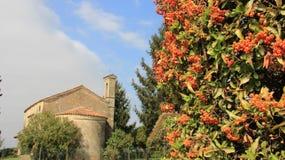 zaciszność Stary Mały kościół W Włoskich Alps dolinach fotografia stock