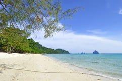 Zaciszności pusta plaża na Kradan wyspie Obrazy Royalty Free
