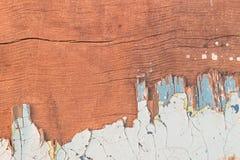 Zackige alte Farbe auf Sperrholz stockfoto