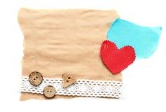 Zackiges Stück altes Papier mit Herzen lizenzfreies stockbild