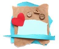 Zackiges Stück altes Papier mit Herzen lizenzfreie stockfotografie