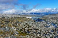 Zaczynać siklawa przy końcówką jotunheimen w Norway Obrazy Stock