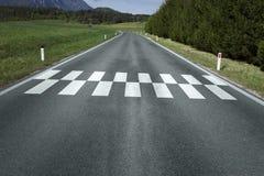 Zaczyna kona wzoru linię na drogi ziemi Obraz Stock