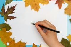 Zaczynamy rysować na białym prześcieradle papier zdjęcia stock