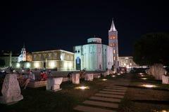 Zadar, Croacia - 19 de julio de 2016: opinión de la noche del St Donatus Church en ciudad vieja Fotografía de archivo libre de regalías