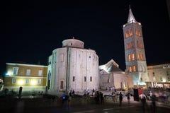 Zadar, Croacia - 19 de julio de 2016: opinión de la noche del St Donatus Church en ciudad vieja Foto de archivo libre de regalías