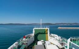 Zadar, Kroatië - Juli 20, 2016: op de veerboot op de manier van Zadar aan Brbinj Royalty-vrije Stock Foto's