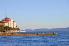 Zadar Pier auf dem adriatischen Meer Lizenzfreie Stockbilder