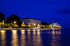 Zadar por noche Fotos de archivo