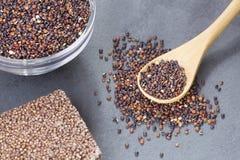 Zaden en graangewassenbar van zwarte quinoa - Chenopodium - quinoa Royalty-vrije Stock Afbeeldingen