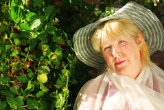 zadowolona ogrodowa kobieta obrazy royalty free