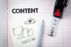 Zadowolony pojęcie ogólnospołeczni środki, cyfrowy marketing i interneta biznes, obrazy royalty free
