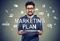 Zadowolony przedsiębiorca ma marketingowego plan zdjęcie stock