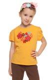 Zadumana mała dziewczynka w żółtej koszula fotografia stock