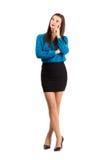Zadumana myśląca biznesowej kobiety pozycja z krzyżować nogami Fotografia Stock