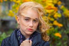 zadumana smutna kobieta Zdjęcia Royalty Free