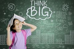 Zadumana uczennica patrzeje słowo dużego myśl Zdjęcia Stock