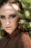 Zadumany portret powabna dziewczyna z cieniem na jej twarzy Fotografia Royalty Free
