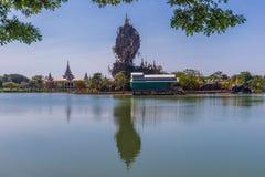 Zadziwiać Kyauk Ka Lat pagodę blisko Hpa-An, Myanmar zdjęcia royalty free