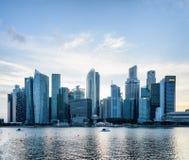 Zadziwiać Singapur linia horyzontu Widok śródmieście z drapacz chmur zdjęcie stock