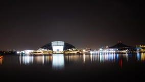 Zadziwiać 4k pejzażu miejskiego panoramę Singapur architektury nowożytna linia horyzontu w jaskrawym wieczór nocy mieście zaświec zbiory wideo