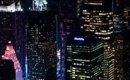 Zadziwiać NYC nocy widok z lotu ptaka Manhattan okręg USA obrazy royalty free