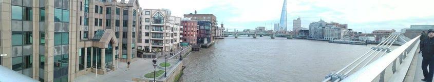 Zadziwia basztowego most od odległości obraz stock