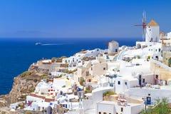 Architektura Oia wioska na Santorini wyspie Zdjęcie Stock