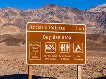 Zadziwiająca artysta paleta przy Śmiertelnym Dolinnym parkiem narodowym w Kalifornia KALIFORNIA, PAŹDZIERNIK - 23, 2017 - ŚMIERTE Fotografia Stock