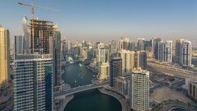 Zadziwiająca kolorowa Dubai marina linia horyzontu podczas zmierzchu timelapse zdjęcie wideo