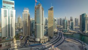 Zadziwiająca kolorowa Dubai marina linia horyzontu podczas zmierzchu timelapse zbiory
