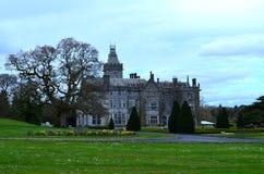 Zadziwiająca Krajobrazowa Otaczająca Adare rezydencja ziemska w Irlandia Obraz Stock