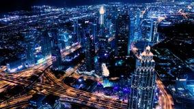 Zadziwiająca nocy Dubai śródmieścia linia horyzontu kolorowe słońca Panorama biznesowy teren z wysokim drapaczem chmur świat zdjęcie wideo