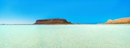 Zadziwiająca panorama Balos laguna z magicznym turkusem nawadnia, laguny, tropikalne plaże czysty biały piasek i Gramvousa wyspa zdjęcie stock