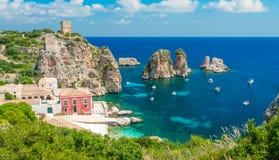 Zadziwiająca panorama przy Tonnara Di Scopello, prowincja Trapani, Sicily zdjęcie stock