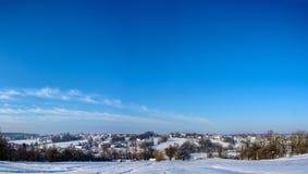 Zadziwiająca panorama Ukraińska wioska w zachodnim Ukraina w zimie zdjęcie royalty free
