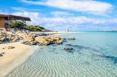 Zadziwiająca plaża w Stintino, Sardinia, Włochy obrazy royalty free