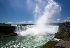 Zadziwiająca władza Niagara Spada od Kanadyjskiej strony Fotografia Stock