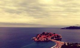 Zadziwiająca wyspa z starymi budynkami, Montenegro zdjęcie royalty free