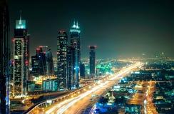 Zadziwiającej nocy Dubai w centrum linia horyzontu, Dubaj, Zjednoczone Emiraty Arabskie obraz royalty free