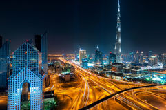 Zadziwiającej nocy Dubai w centrum linia horyzontu, Dubaj, Zjednoczone Emiraty Arabskie zdjęcie stock