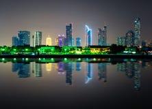 Zadziwiającej nocy Dubai w centrum linia horyzontu, Dubaj, Zjednoczone Emiraty Arabskie fotografia royalty free