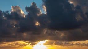 Zadziwiający chmurny wschodu słońca czasu upływ zdjęcie wideo