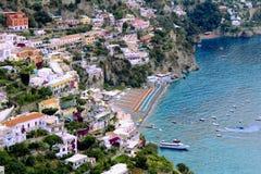 Zadziwiający Colourful widok przy Positano plażą zdjęcia stock